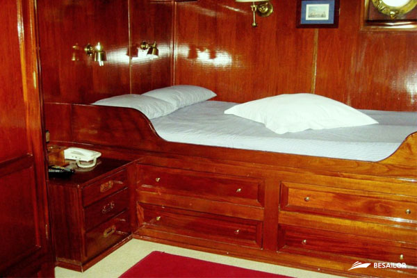 double bed made with wood of the 60u0027s